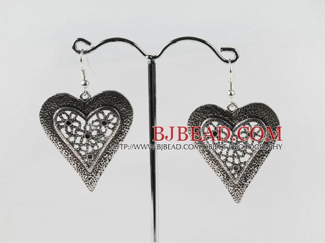 vintage style heart shape silver like color earrings