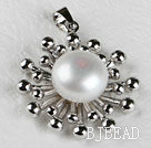 lovely white pearl pendant( no chains)