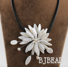17.7 inches white shell flower pearl necklace with magnetic clasp