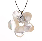 Elegant Style Flower Shape Natural White Seashell Pearls Pendant Necklace with 925 Sterling Silver Chain