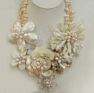 Fantastic Beautiful Natural White Freshwater Pearl Shell Flower Party Necklace