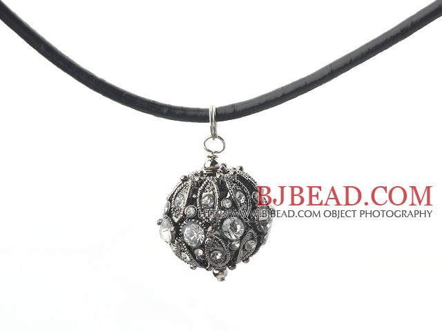 lovely rhinestone pendant with magnetic clasp
