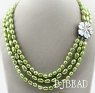 Tre Strands 8-9mm Apple Green Colore Baroque Pearl White Shell Collana con chiusura