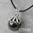 Classic Design Round Shape 16mm Black Seashell Pendant Necklace
