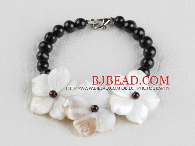 elegant black pearl and white shell flower bracelet with lobster clasp