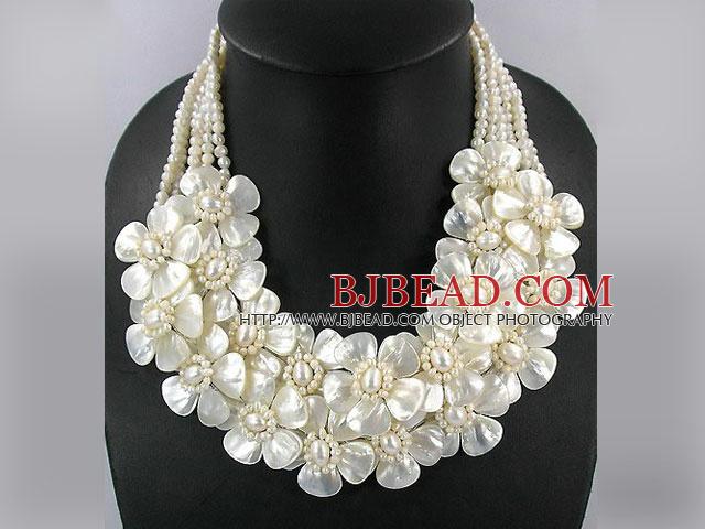 e18e99ea3ae0 Elegante múltiples hebras perla de agua dulce blanca y collar de Roca  Blanca Flor de labios