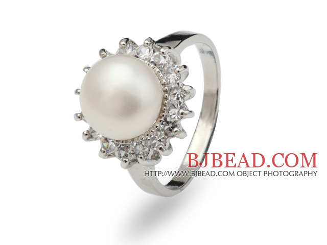 Classic Natural 8-9mm White Freshwater Pearl Ring With Charming Rhinestones