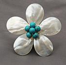 Elegant stil Hvid Farve Teardrop Shape Shell og grøn turkis blomst Broche