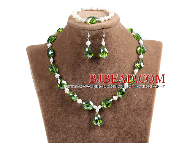 Sparkly Christmas Tear Drop Shape Lovely Green Crystal Natural White Freshwater Pearl Jewelry Set with Rhinstone Magnetic Clasp (Necklace, Bracelet & Earrings)
