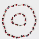 6-7mm Hvid and Wine Red and Black Freshwater Pearl Set (Halskæde og matches armbånd)