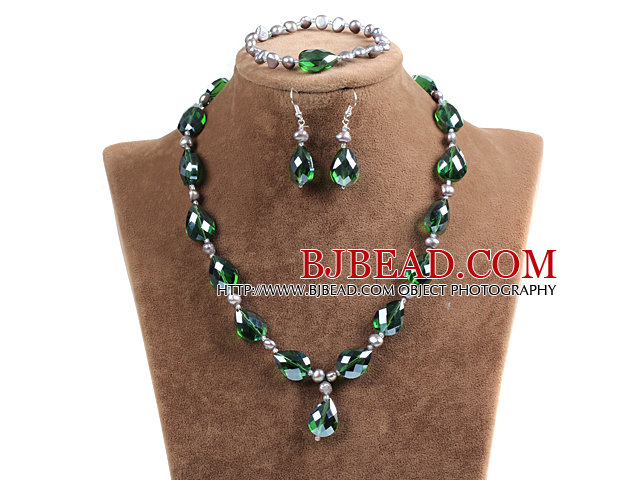 Sparkly Tear Drop Shape Green Crystal Natural Gray Freshwater Pearl Jewelry Set with Rhinstone Magnetic Clasp (Necklace, Bracelet & Earrings)