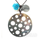 New Design Hollow Black Lip Shell and White Sea Shell and Imitation Turquoise Rose Flower Pendant Necklace