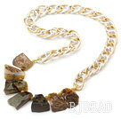 New Design Irregular Shape Burst Pattern Crystallized Agate Necklace with Bold Metal Chain