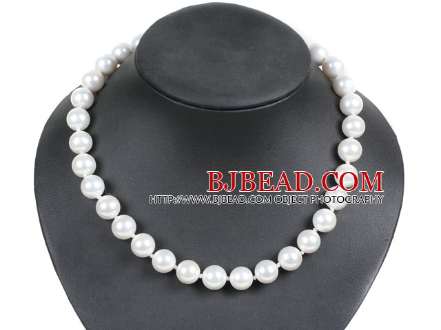 Simple Pretty White Round Seashell Beads Choker Necklace With Rhinestone Clasp