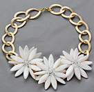 2013 Summer New Design White Shell Flower Necklace with Golden Color Metal Chain