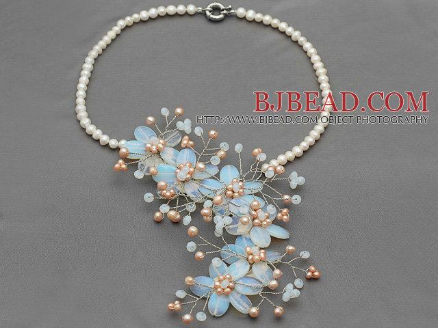 Stile Elegante Bianco Perla E Opal Fiore Uncinetto Collana