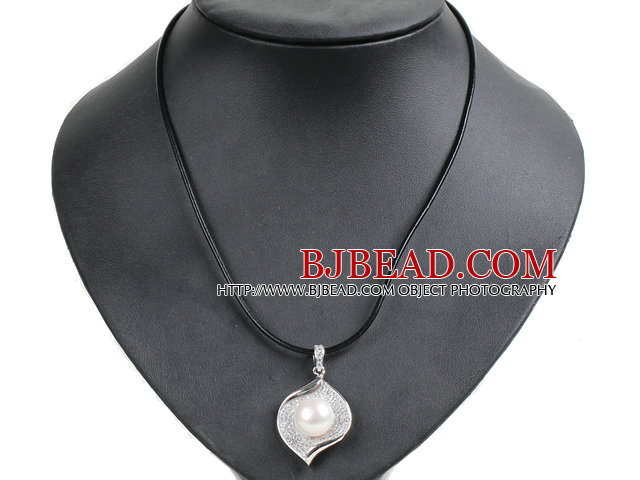 Simple Elegant Natural Big White Freshwater Pearl Alloyed Leaf Pendant Leather Necklace