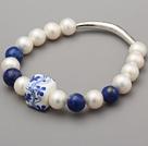 Elegante Un grado blancos perlas de agua dulce naturales Lapis Y Tallado Flor Porcelana Pulsera con Charm Tube